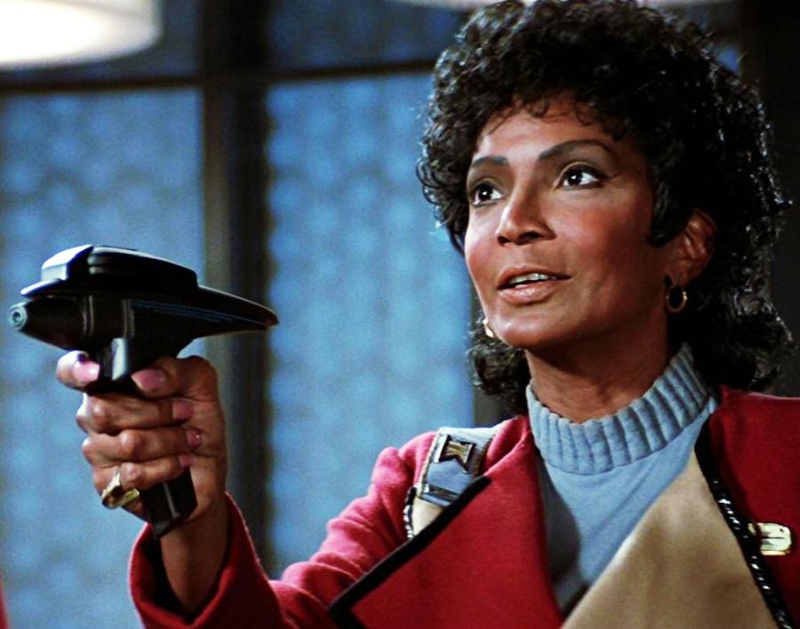 uhura-takes-aim